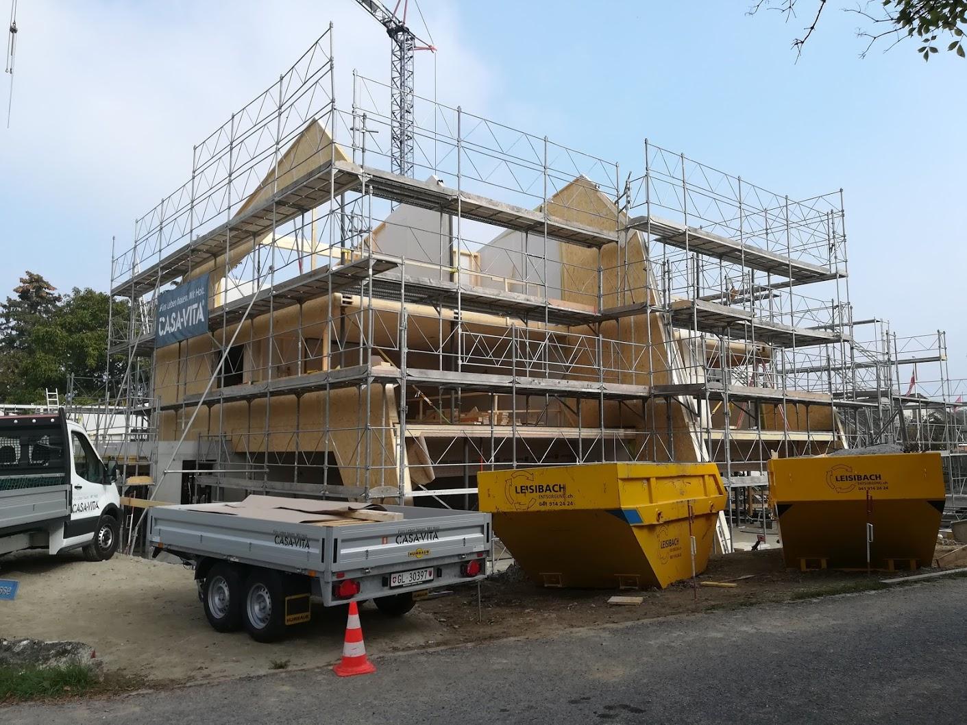 Doppel- und Einfamilienhaus im Bau